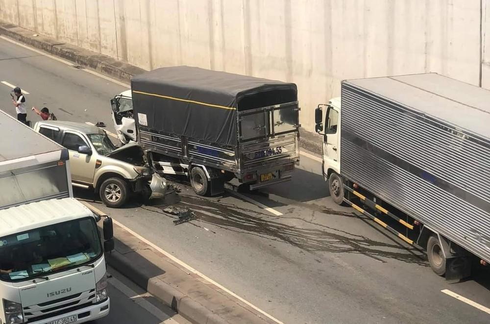 Hai chiếc xe hư hỏng nặng sau tai nạn