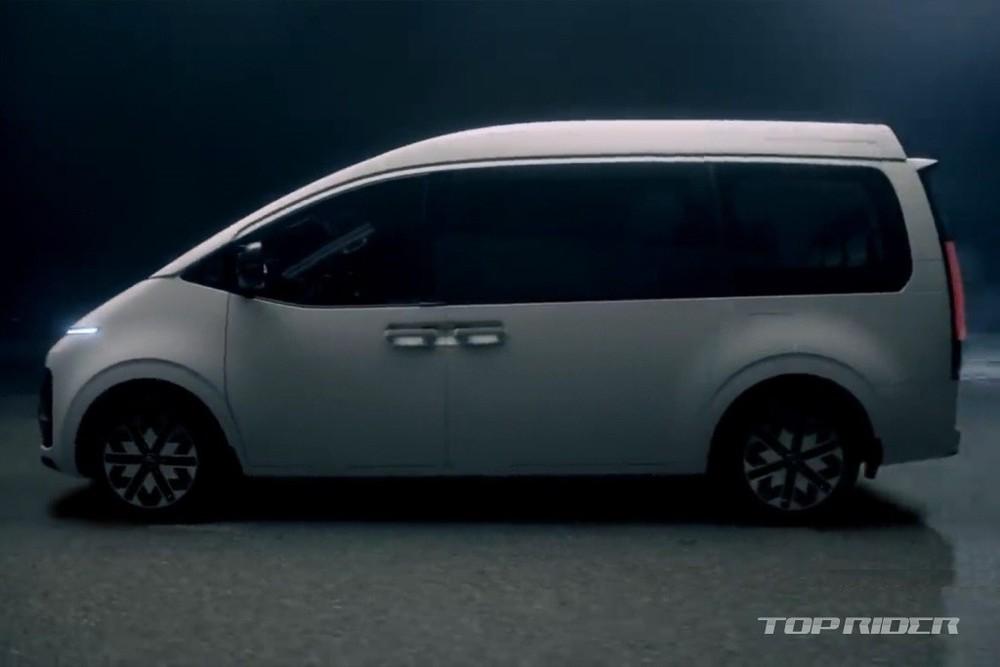 Hyundai Staria Limousine 2021 dùng vành riêng