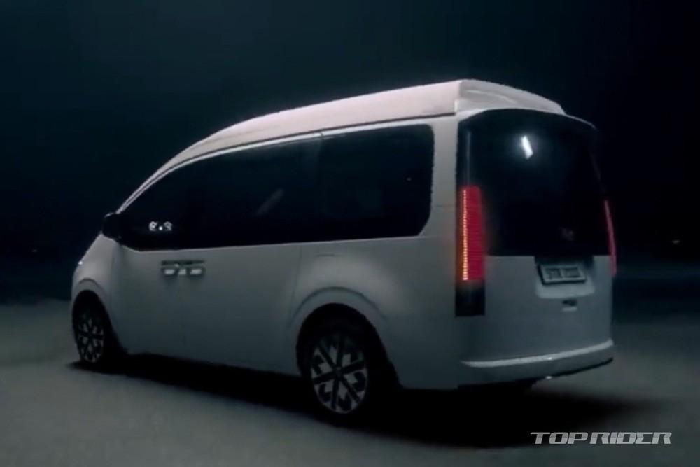 Hyundai Staria Limousine 2021 được trang bị nóc cao hơn bản thường