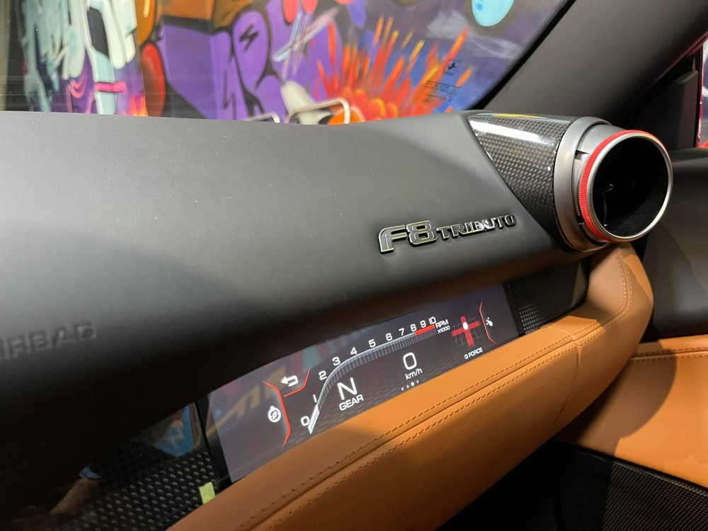 Màn hình cảm ứng 7 inch và giao diện người dùng Human Machine Interface (HMI) của siêu xe Ferrari F8 Tributo