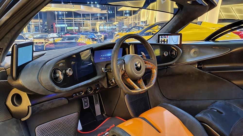 Nội thất siêu xe McLaren Speedtail 3 chỗ ngồi đầu tiên đến đại lý Al Ain Class Motors