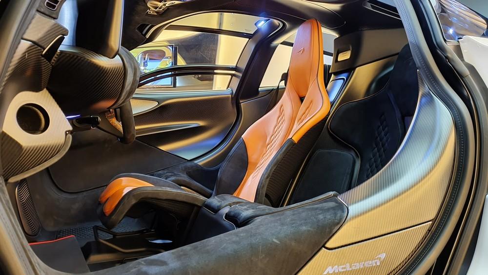 Ghế chính này sẽ được bọc da màu nổi và 2 ghế phụ thường bọc da màu tối