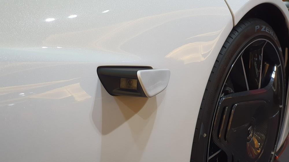 Gương chiếu hậu bằng camera của McLaren Speedtail