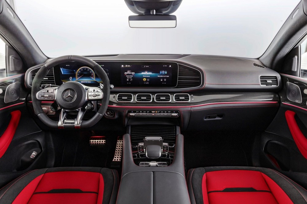 Tổng thể nội thất của Mercedes-AMG GLE 53 4Matic+ Coupe 2021.