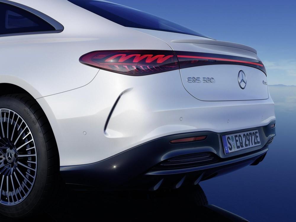 Thiết kế của Mercedes-Benz EQS có tính khí động học cao với hệ số lực cản không khí thấp nhất thế giới, chỉ 0,2 Cd.