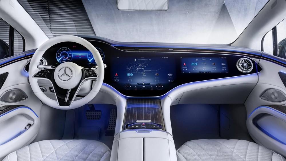Nội thất ấn tượng của Mercedes-Benz EQS với màn hình Hyperscreen chỉ xuất hiện trên bản cao cấp.
