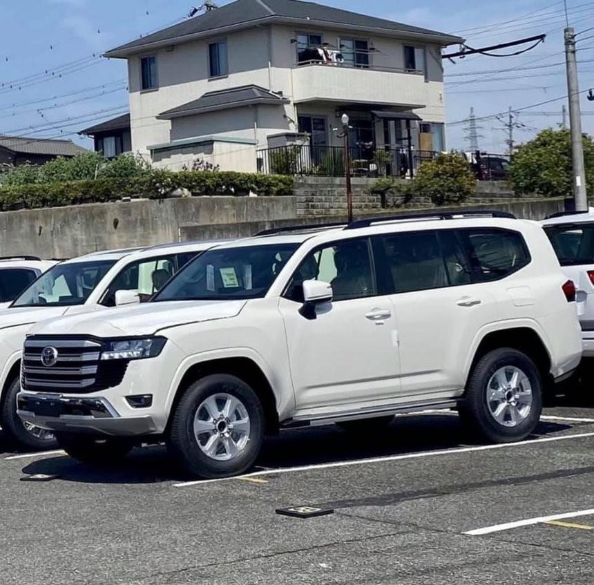 Chiếc Toyota Land Cruiser 2022 này thuộc bản GX.R hoặc VX