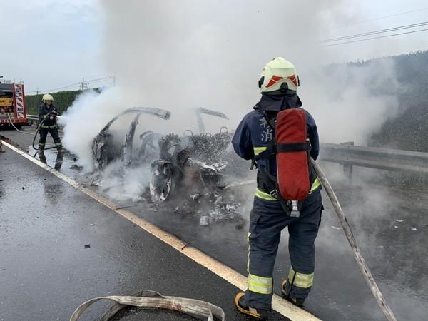 Tuy nhiên chiếc Lamborghini Urus đã bị lửa thiêu rụi