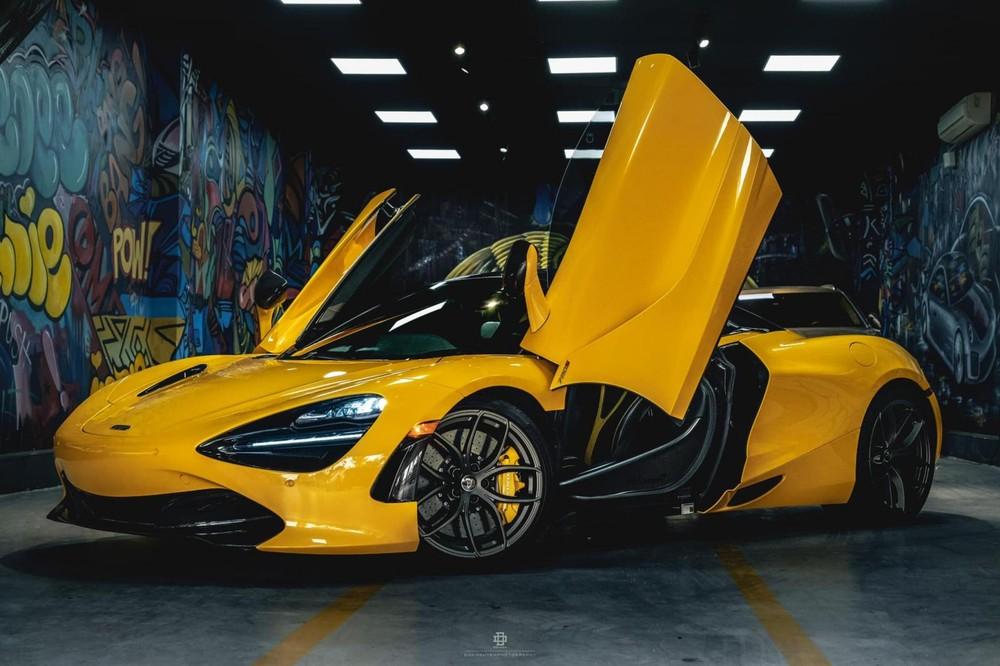 Chỉ có 1 chiếc McLaren 720S Spider mang màu vàng óng ả ở Việt Nam