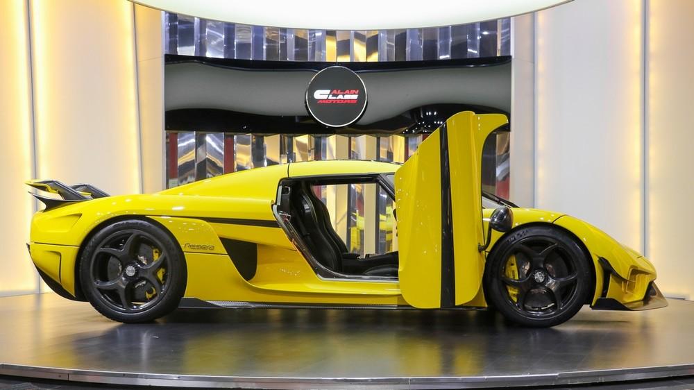 Siêu phẩm Koenigsegg Regera này có màu sơn vàng