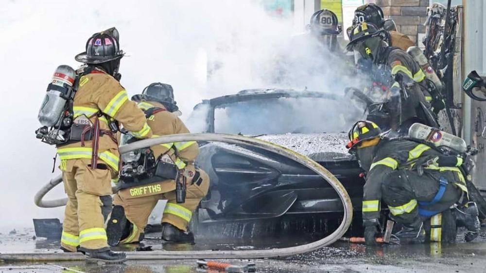 Đội cứu hoả mất 2 tiếng để khống chế đám cháy