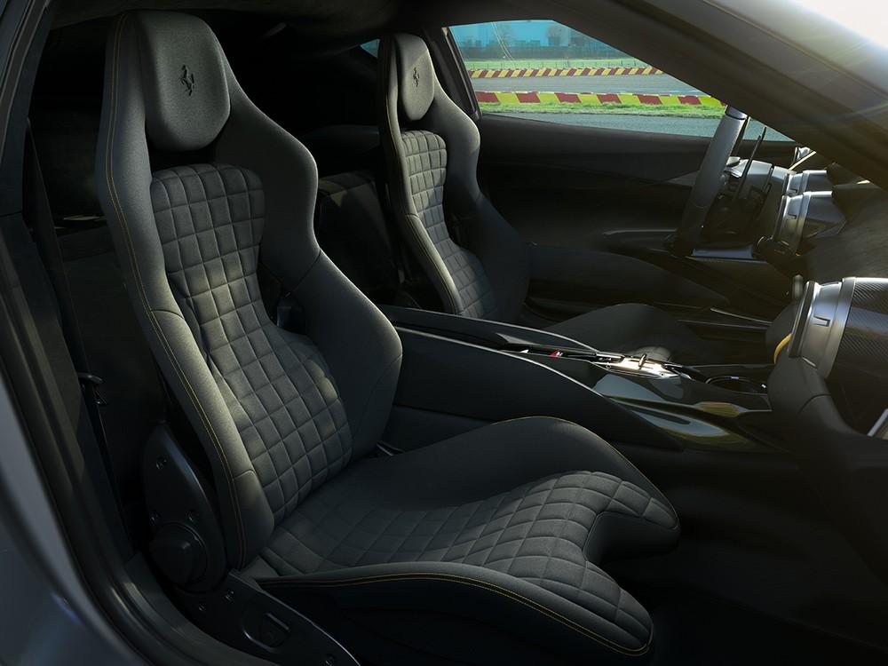 Nội thất bên trong siêu xe mới của Ferrari.