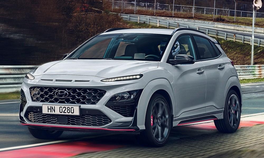 Hyundai Kona N 2021 không có nẹp thân xe màu đen như bản thường
