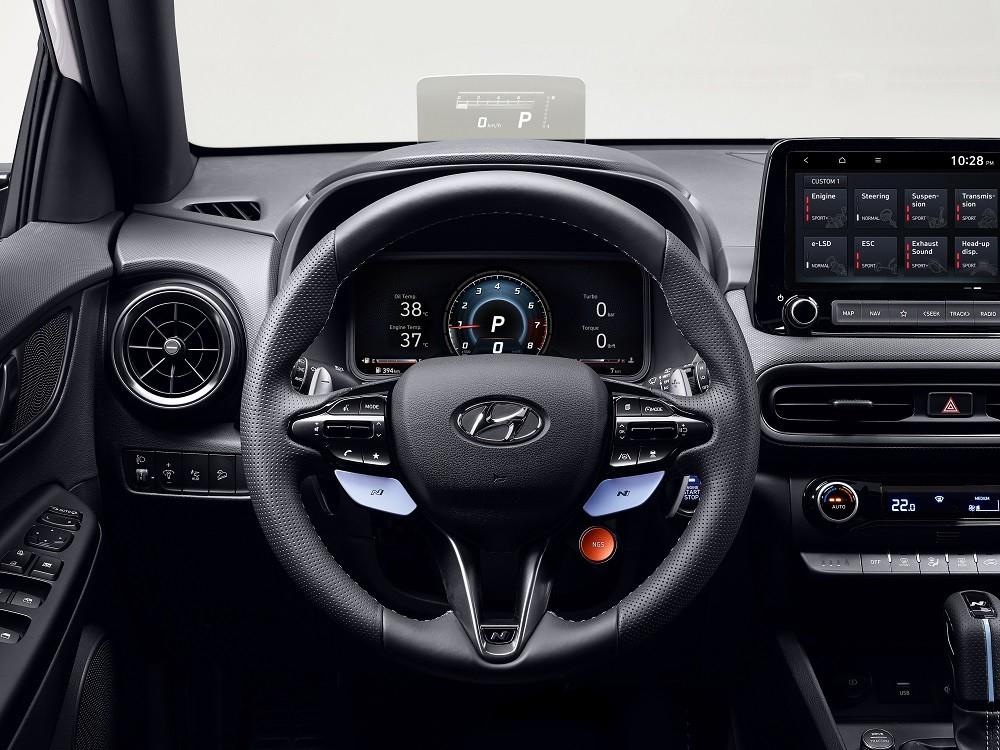 Trong Hyundai Kona N 2021 còn có những điểm nhấn màu xanh nhạt