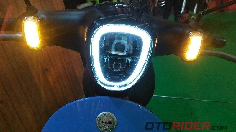 Bộ đèn full Led, đồng hồ điện tử gọn gàng trên Benelli Dong