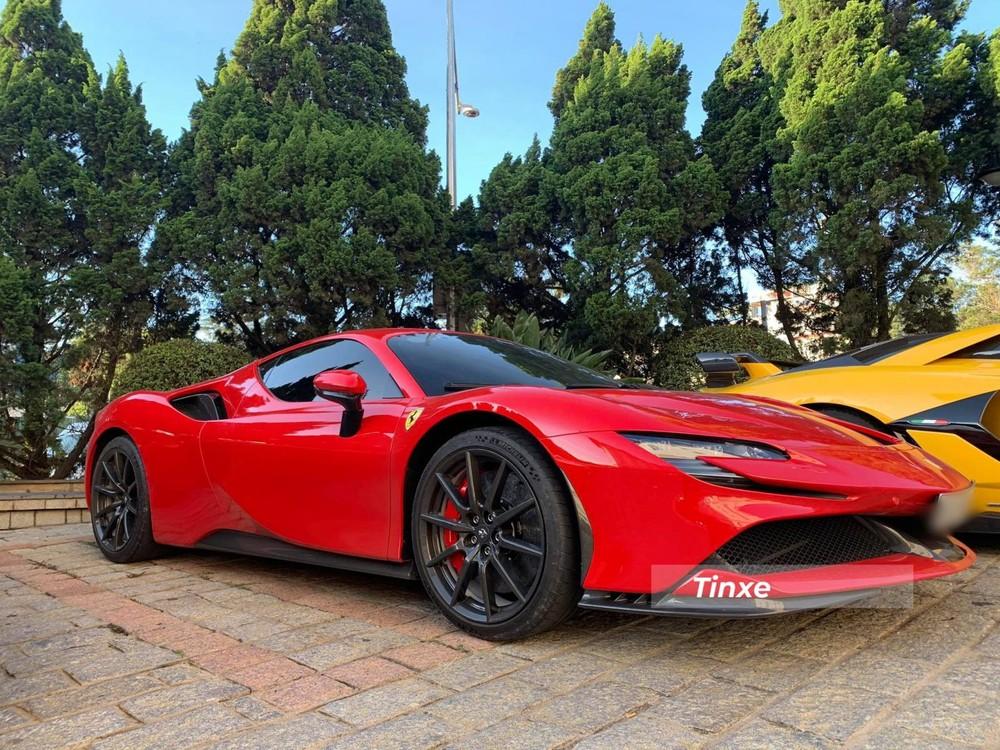 Cận cảnh siêu xe Ferrari SF90 Stradale đầu tiên về Việt Nam của người chơi lan đột biến