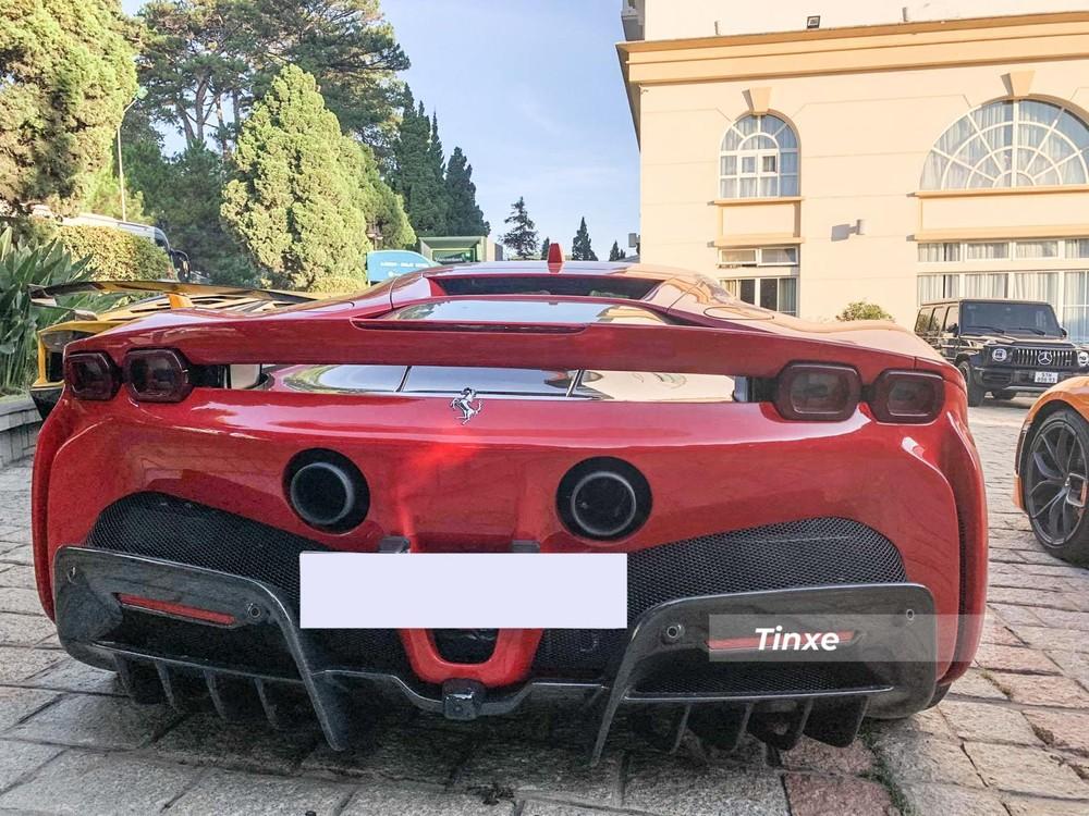 Giá lăn bánh cho chiếc siêu xe Ferrari SF90 Stradale này ước tính trên 25 tỷ đồng