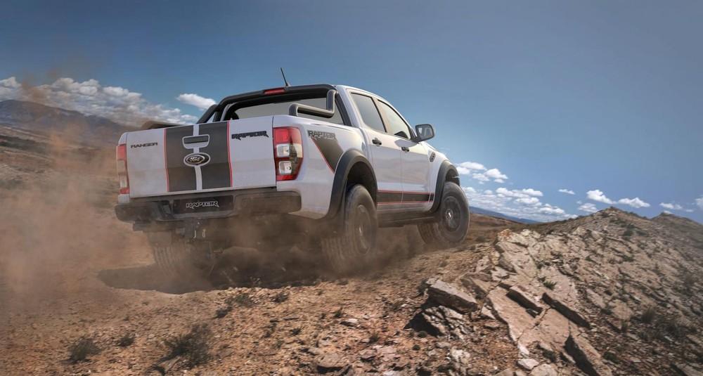 Ford Ranger Raptor X 2021 nhìn từ phía sau