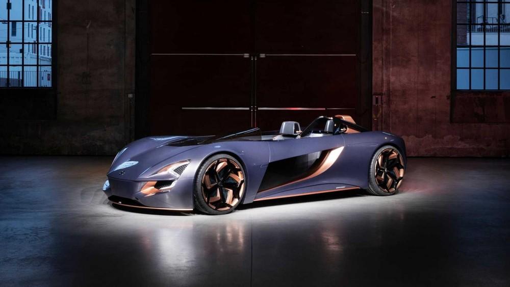 Suzuki Misano có thiết kế dung hợp đặc tính của cả mô tô và ô tô