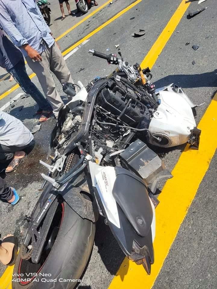 Chiếc mô tô BMW S1000RR bị hư hỏng nặng