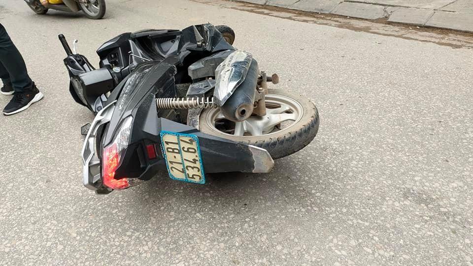 Chiếc xe máy của nạn nhân tại hiện trường