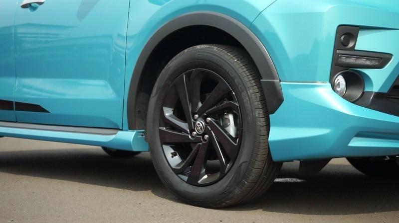 Bộ vành 17 inch màu đen của Toyota Raize 2021 bản cao cấp nhất