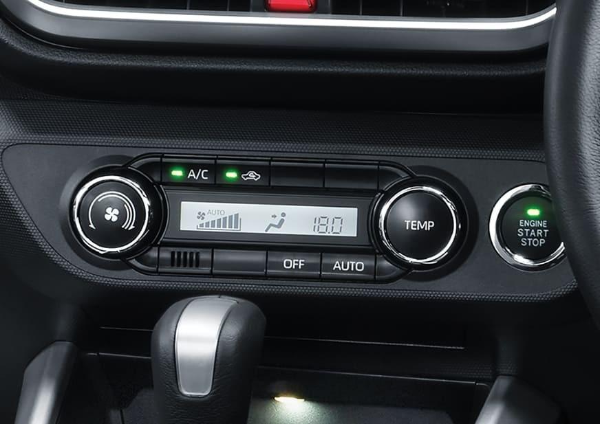 Màn hình của hệ thống điều hòa bên dưới màn hình trung tâm của Toyota Raize 2021