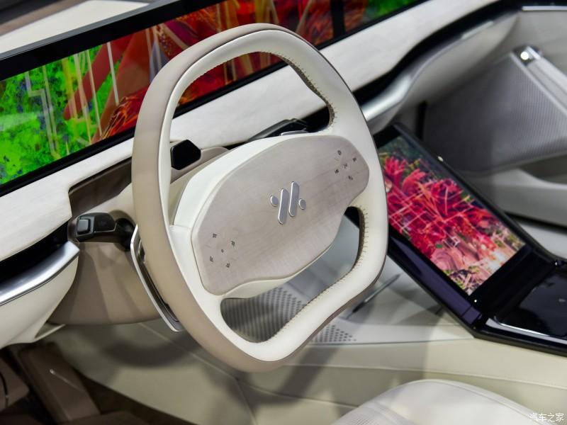 Zhiji L7 có hệ thống hỗ trợ lái bán tự động