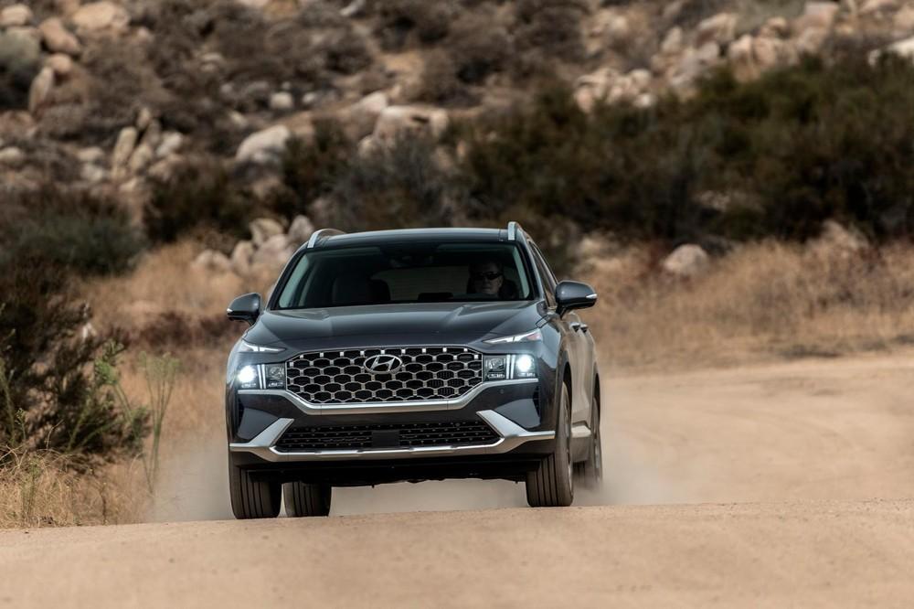 Tư vấn chia sẻ giá dự kiến của Hyundai Santa Fe 2021 lên tới trên 1,5 tỷ đồng.