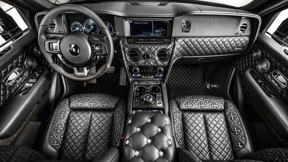 Nội thất phía trước chiếc Rolls-Royce Cullinan hợp tác Chrome Hearts của Drake