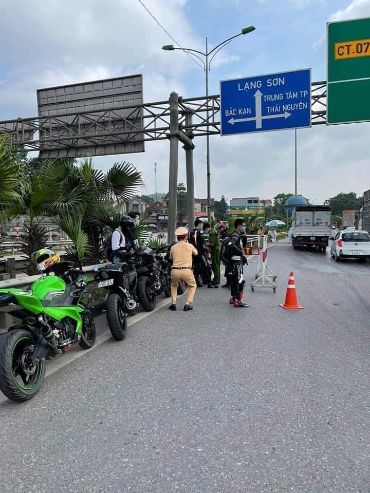 9 chiếc mô tô phân khối lớn bị CSGT bắt giữ trên cao tốc Hà Nội - Thái Nguyên