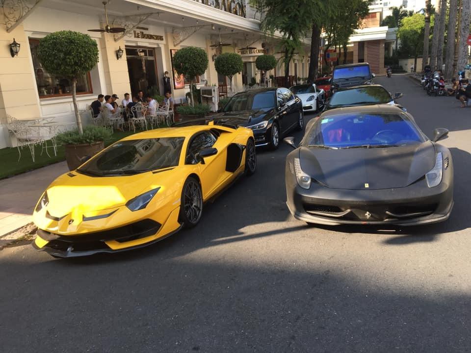 Dàn siêu xe của nhà giàu Việt chơi lễ ở Sài thành sau khi chớp nhoáng xuất hiện ở Đà Lạt chỉ chưa đầy 24 tiếng