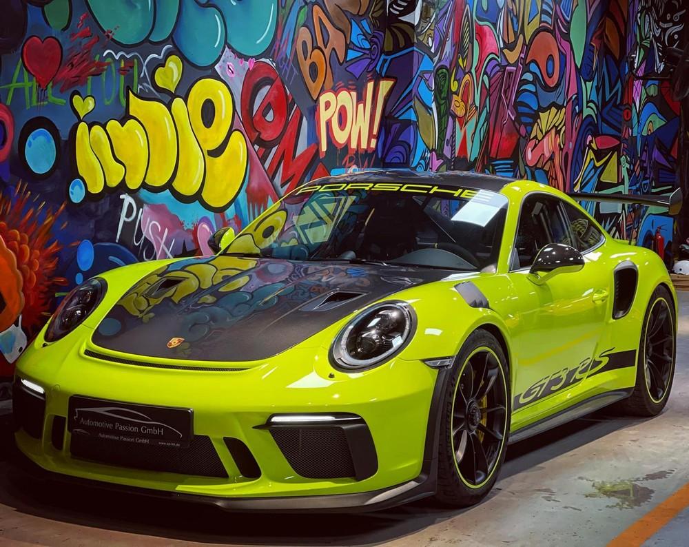 Vẻ đẹp của Porsche 911 GT3 RS Weisach Package độc nhất Việt Nam