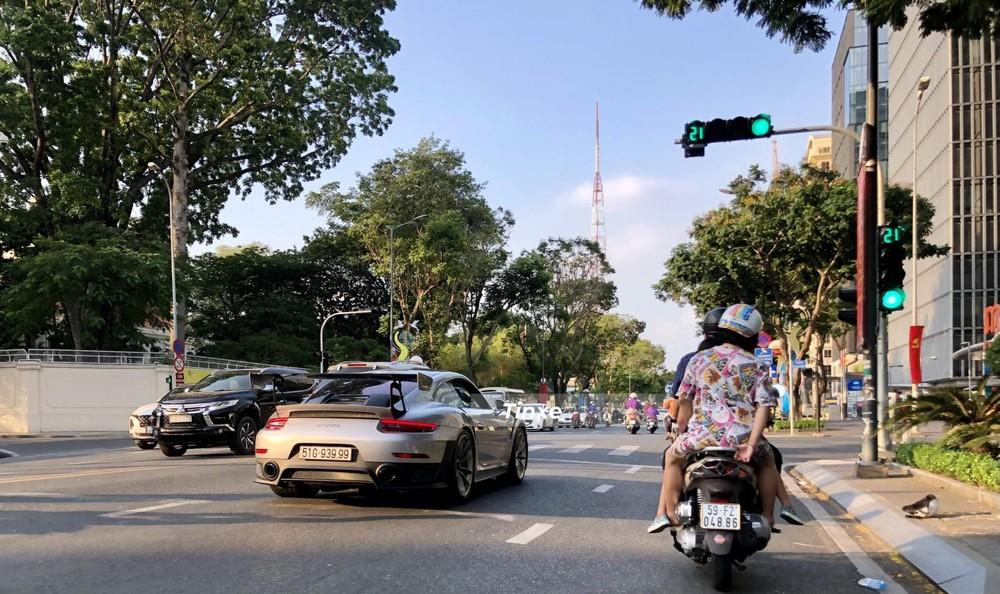 Siêu xe Porsche 911 GT2 RS của 1 doanh nhân kín tiếng ở Sài thành