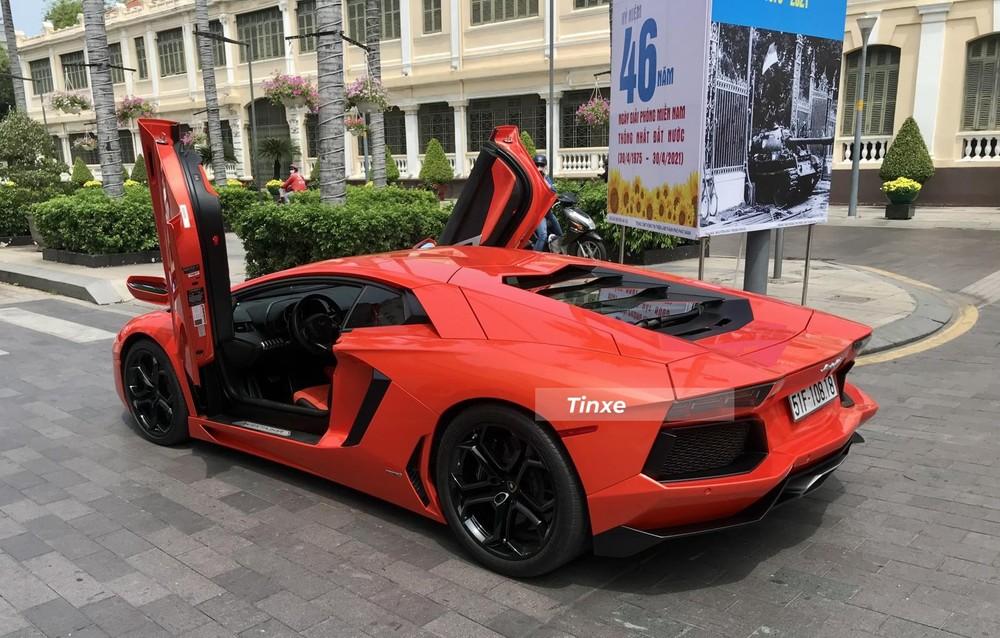Siêu xe Lamborghini Aventador LP700-4 sử dụng động cơ V12, dung tích 6,5 lít, sản sinh công suất tối đa 700 mã lực và mô-men xoắn cực đại 690 Nm. Trái tim này kết hợp cùng hộp số tự động 7 cấp ISR và hệ dẫn động 4 bánh, nhờ đó, siêu xe Lamborghini Aventador LP700-4 chỉ mất khoảng thời gian 2,9 giây để tăng tốc lên 100 km/h từ vị trí xuất phát trước khi đạt vận tốc tối đa 349 km/h.