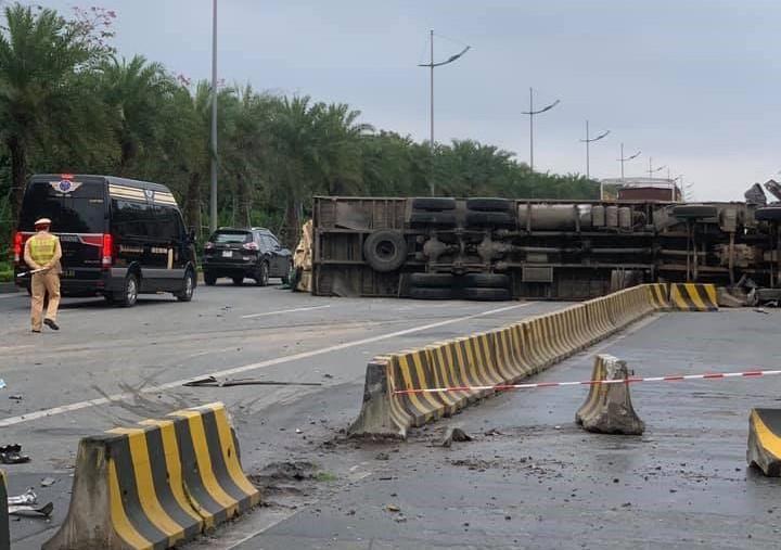 Vụ tai nạn làm lái xe tải chở gổ ép tử vong