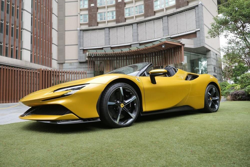 Cận cảnh nhan sắc của Ferrari SF90 Spider