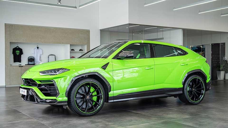 Chiếc siêu SUV Lamborghini Urus này thuộc bản 2021 và có gói độ chính hãng mang tên Pearl Capsule