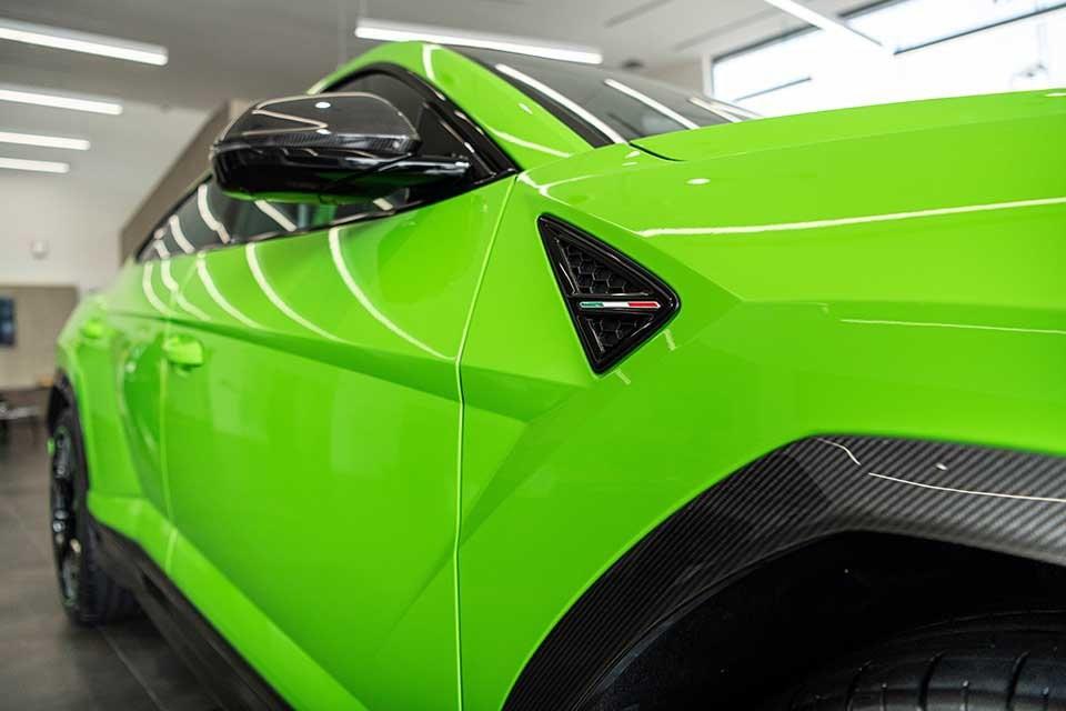 Xe có nhiều chi tiết bằng carbon