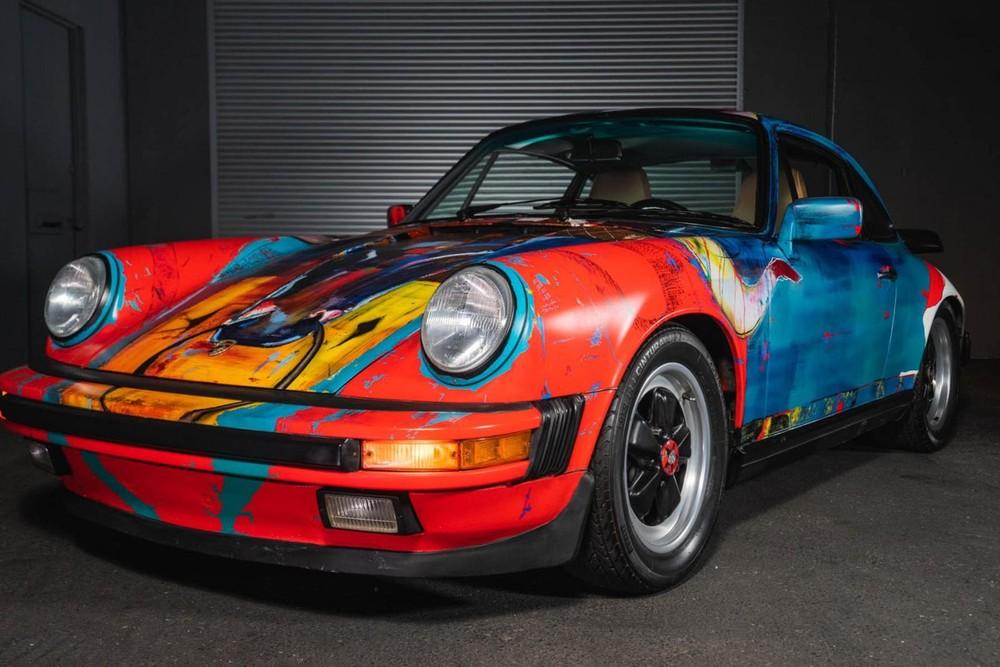 Phía trước của chiếc Porsche 911 Carrera 1989 nghệ thuật