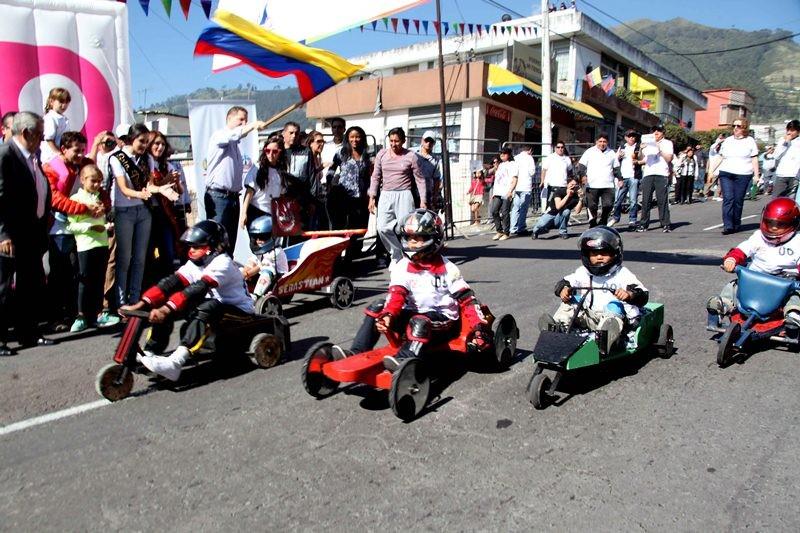 Ở Ecuador, đua xe gỗ là một bộ môn phổ biến cho cả trẻ em và người lớn
