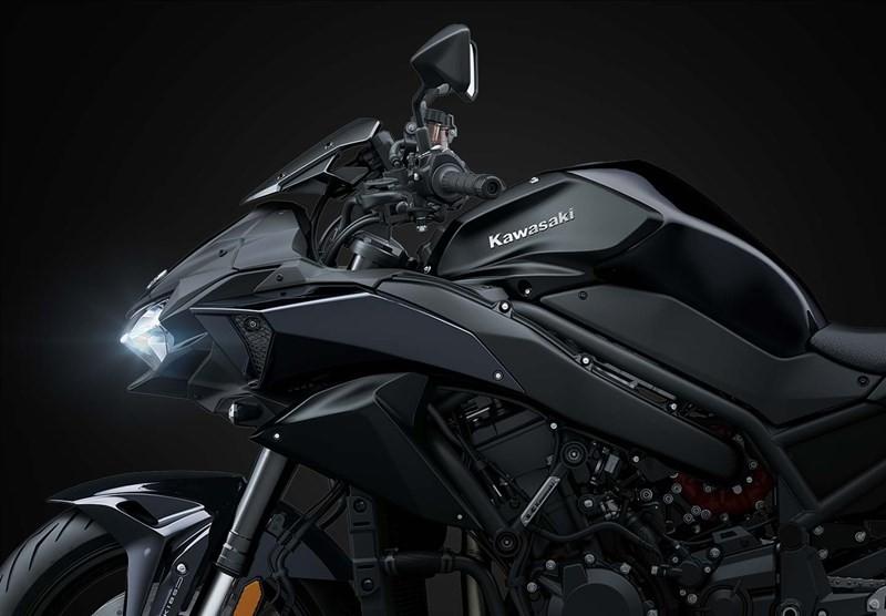 Màu đen mới trên chiếc Naked bike đỉnh cao