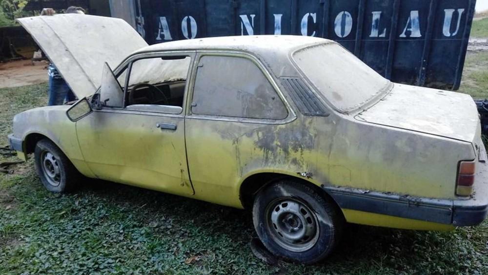 Những chiếc taxi cũ này được bán với giá rẻ như cho