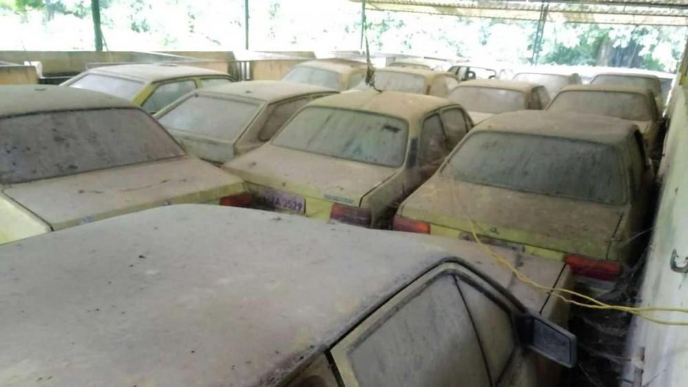 Dàn xe taxi này đã nằm phủ bụi trong cả thập kỷ