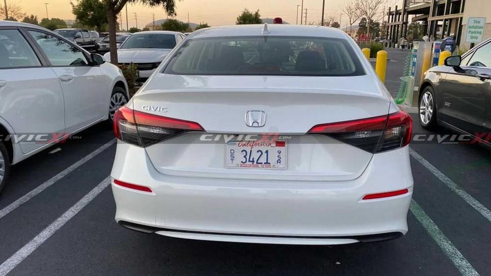 Honda Civic 2022 nhìn từ đằng sau
