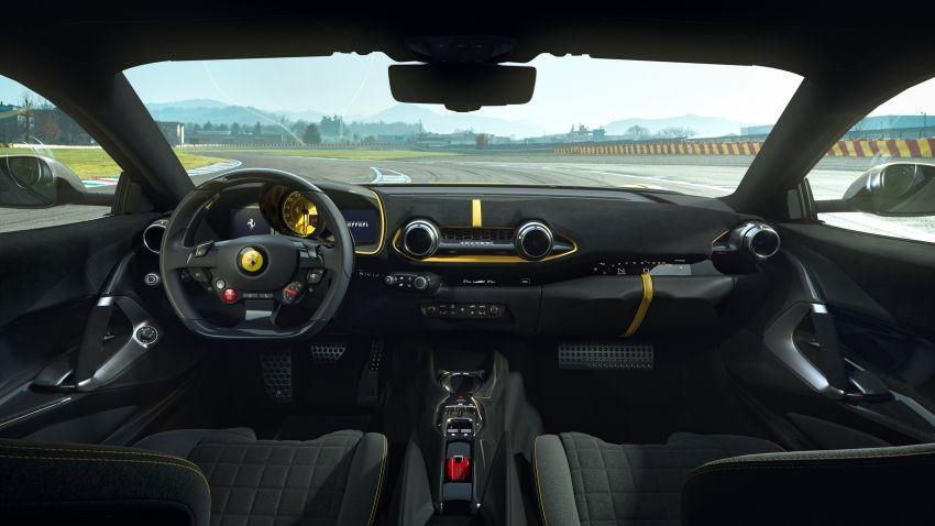 Nội thất bên trong Ferrari 812 Competizione