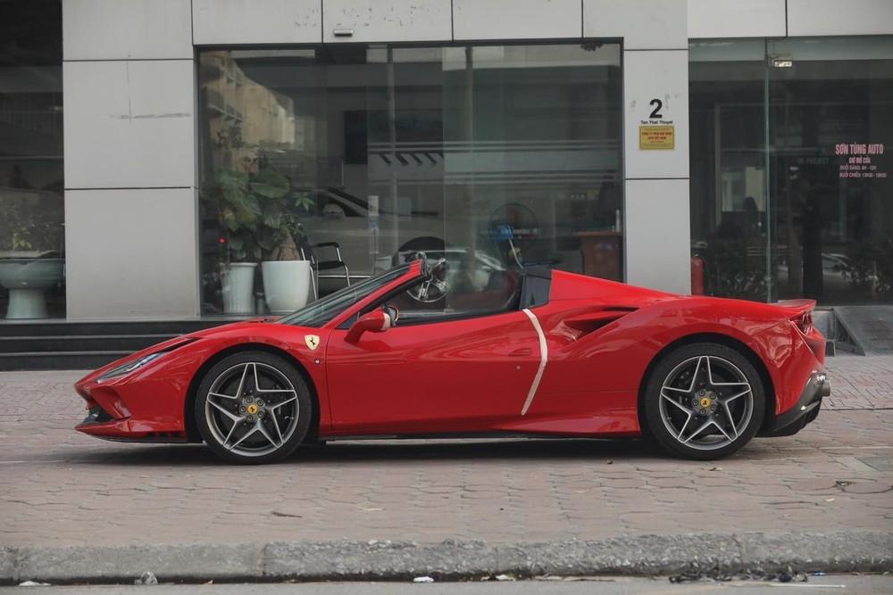Ferrari F8 Spider thứ 2 về nước