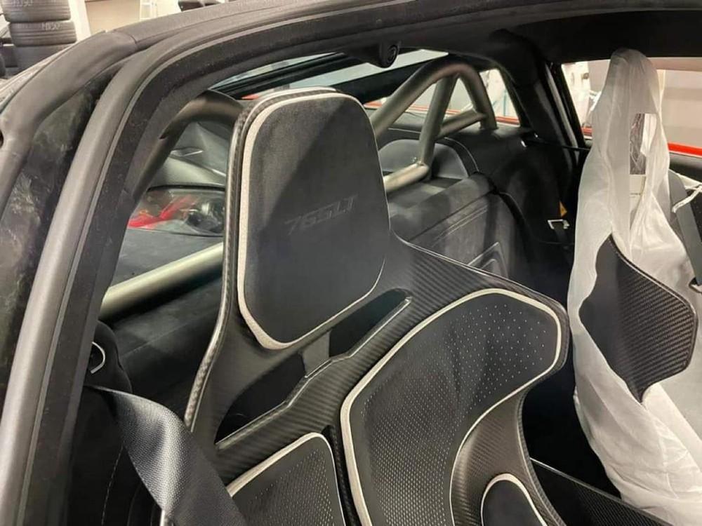 Xe có trang bị thanh chống lật