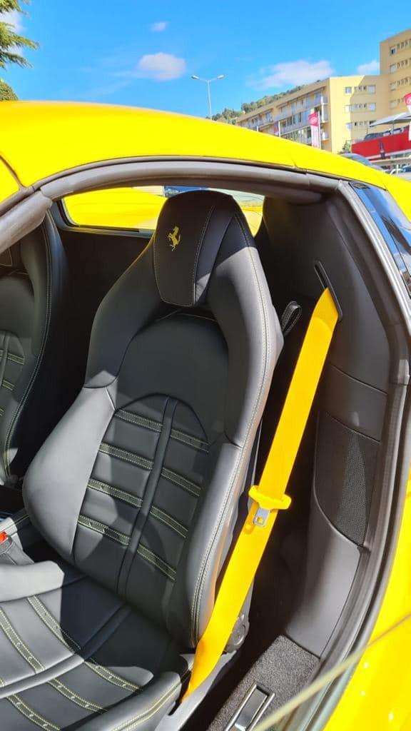 Ghế ngồi của siêu xe mui trần Ferrari F8 Spider sắp về Việt Nam
