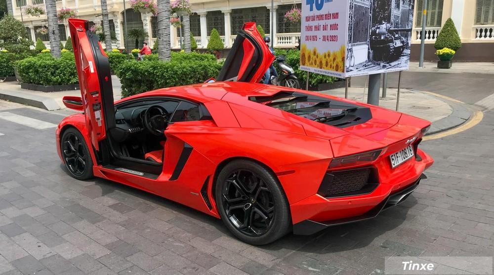 Lamborghini Aventador LP700-4 tung cánh trên đường phố Sài thành